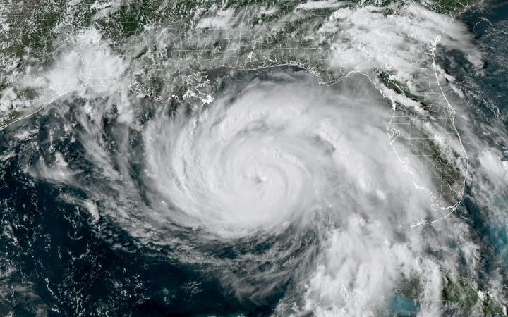 """Luizjana przygotowuje się na """"wyjątkowo niebezpieczny"""" huragan Ida"""
