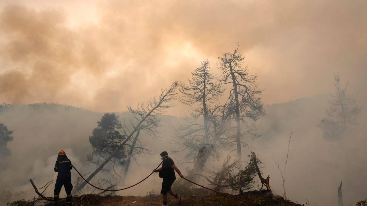 """Ogromne """"bezprecedensowe"""" pożary pustoszą grecką wyspę"""