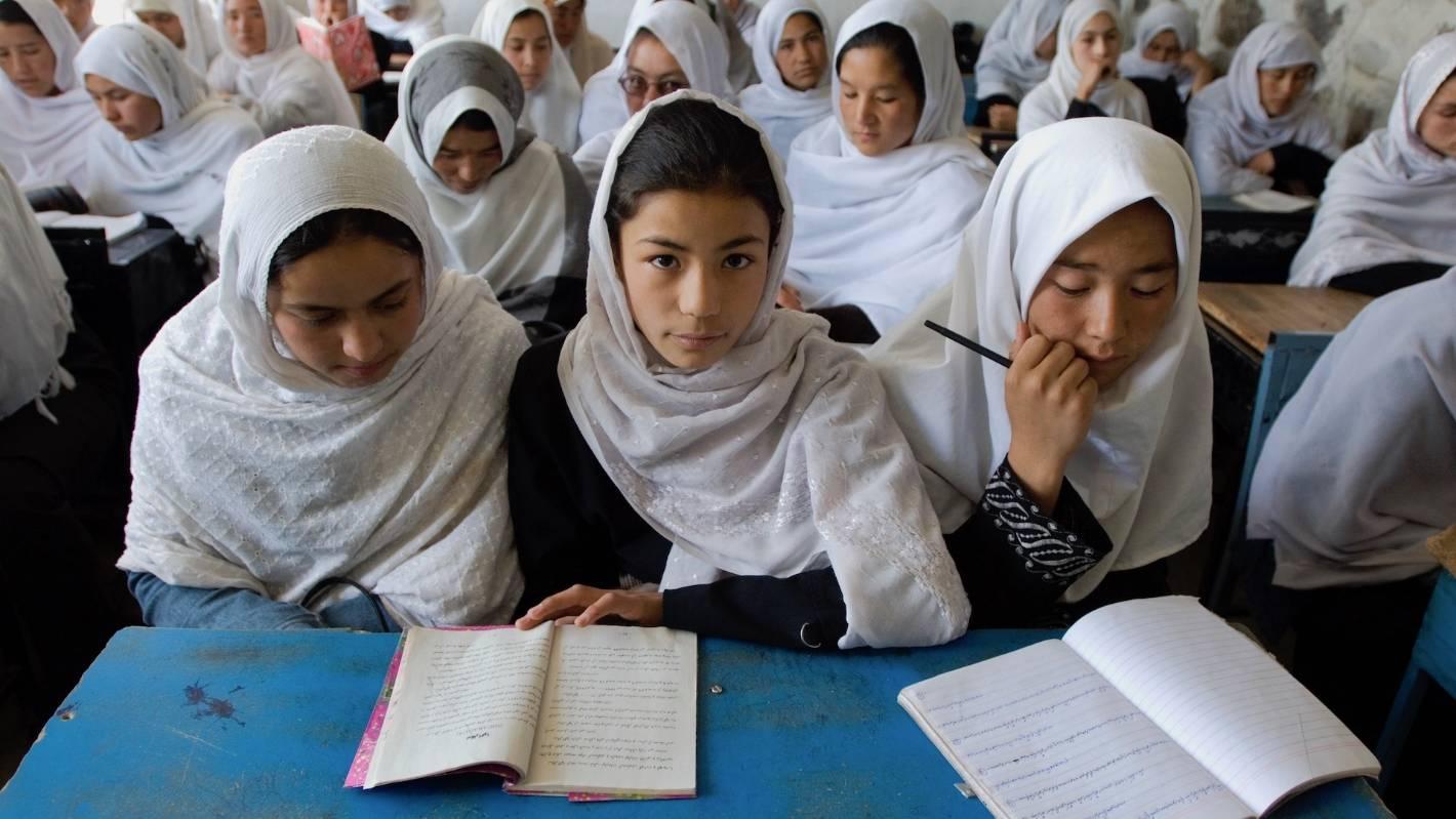 Talibowie mówią, że licealiści mogą wznowić zajęcia, ale nie wspominają o dziewczynach