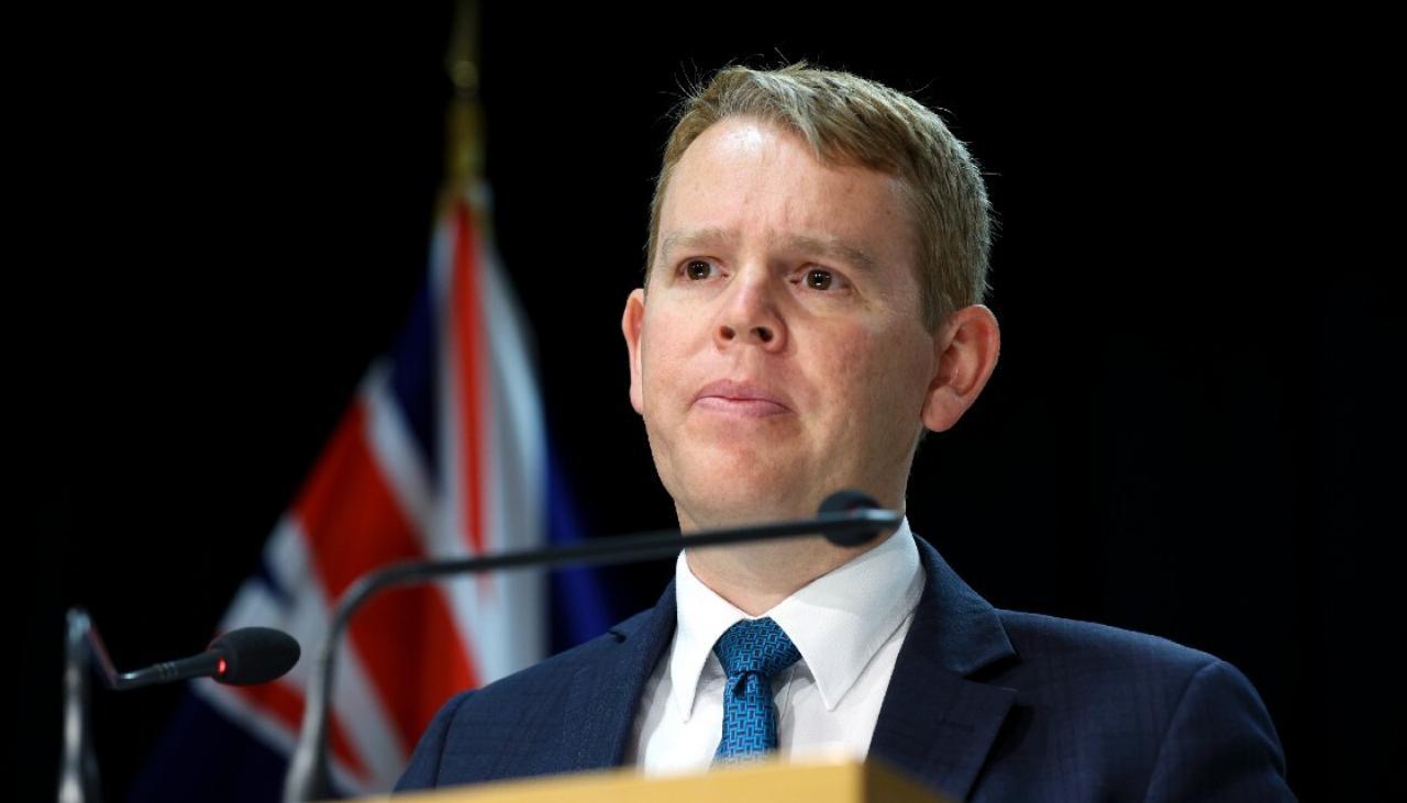 Minister ds. Reagowania na COVID-19, Chris Hepkins, potwierdził, że mandat dotyczący szczepień obejmuje wolontariat rodziców w szkołach